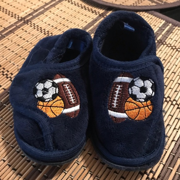 youth slippers size 6